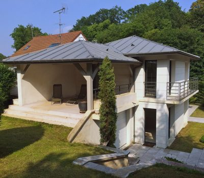 stignani-architecte.fr, construction d'une maison à la Celle-Saint-Cloud, dans les Yvelines. Vue côté jardin, patio